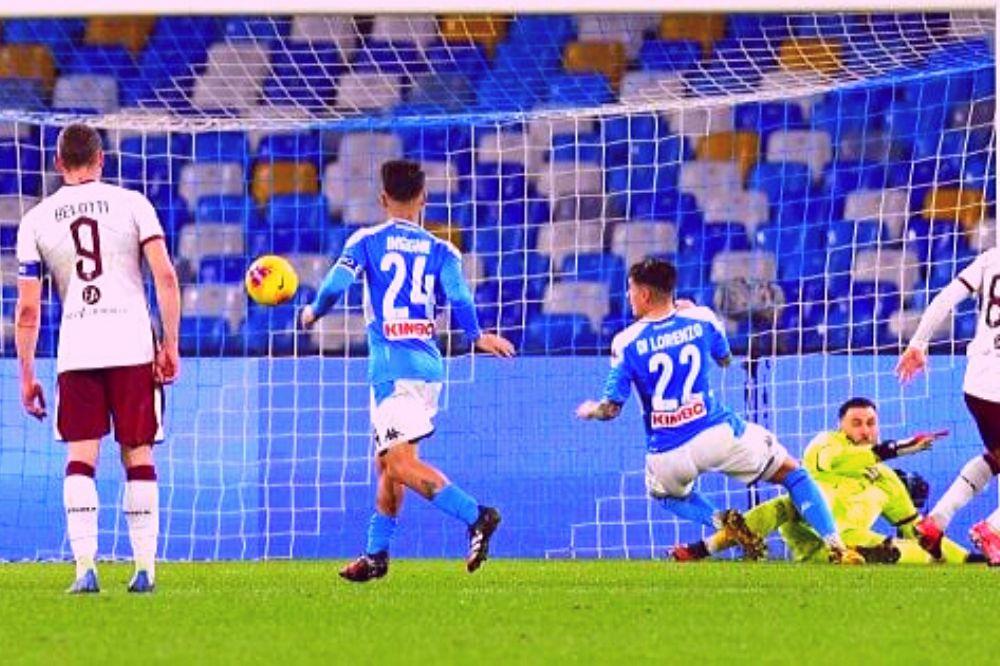 Napoli-Torino 2-1: la decidono due difensori