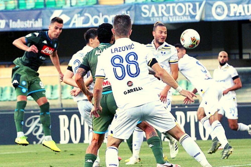 Verona-Napoli 0-2: Milik e Lozano decidono il match